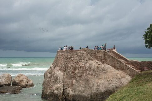 How to survive a tsunami, galle fort Sri Lanka