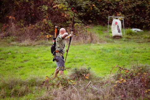 Crossbow vs Compound bow for survival, archer using a bow